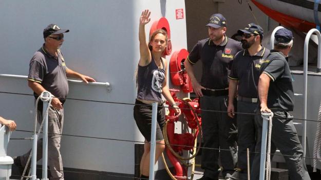 Arresto Carola, Sea Watch, Carola Rackete, Sicilia, Cronaca
