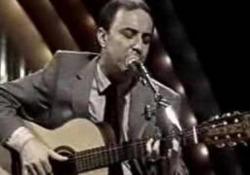 «Desafinado», una delle canzoni più famose di  João Gilberto Il padre della bossa nova in un concerto dal vivo - Corriere Tv