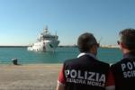 Stallo sui 131 migranti a bordo della Gregoretti, la nave ferma ad Augusta