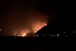 Incendio a Stromboli, il rogo continua