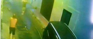 Un fermo immagine di un video mostra la Jeep nera guidata da Rosario Greco che ha travolto i due cugini a Vittoria