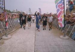 Jovanotti porta in spiaggia la sua Woodstock In 45mila a Lignano per la prima tappa del Jova Beach Party - Ansa