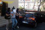 Gli affari della mafia con le auto di lusso e nel settore immobiliare: blitz con 7 misure cautelari e sequestri a Gela