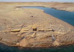 Mesopotamia: la siccità fa riemergere le rovine di un'antica civiltà Sulle rive del fiume Tigri, nel Kurdistan iracheno, la siccità ha portato alla luce le rovine di un antico e imponente palazzo risalente all'età del bronzo - CorriereTV