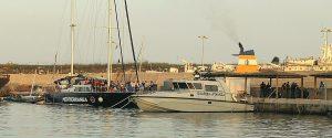 Il veliero Alex della Ong Mediterranea Saving Humans ormeggiato nel molo di Lampedusa