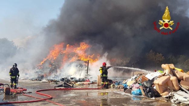 incendio, noto, Siracusa, Cronaca