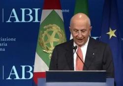 Patuelli: «Debito pubblico principale palla al piede dello sviluppo» Il presidente dell'Abi dall'Assembra degli associati che si è tenuta a Milano - Ansa