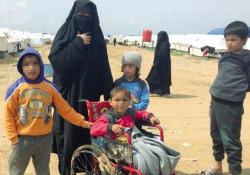 Siria, nel campo di prigionia con gli orfani dell'Isis A cento chilometri da Raqqa sono detenute soprattutto vedove e figli dei miliziani del Califfato - Corriere Tv