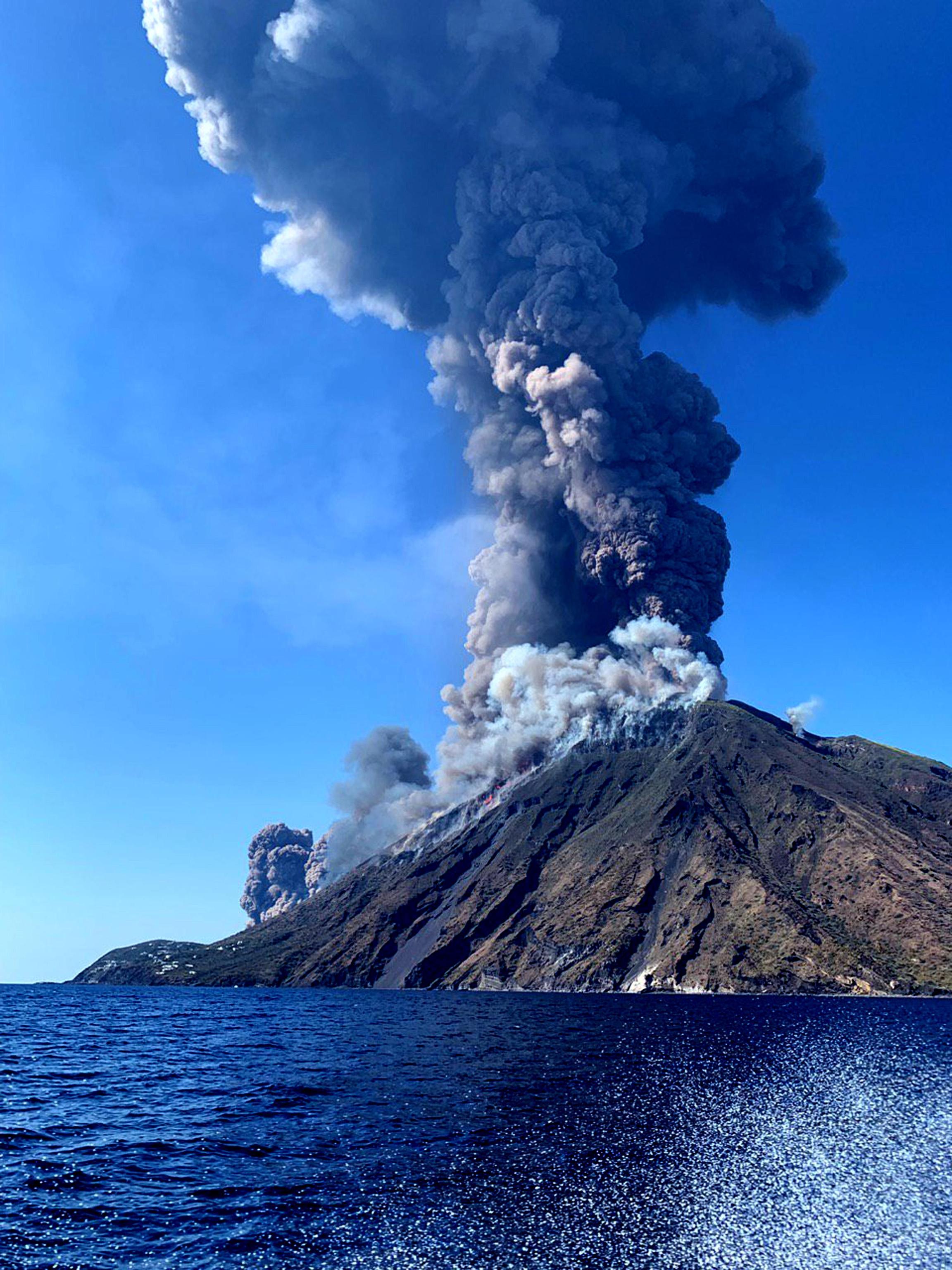 Nuova eruzione Stromboli, ile ilgili görsel sonucu