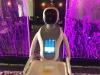 I robot in ristorante, cameriera in un sushi-bar a Cagliari
