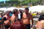 """Salvini in spiaggia a Taormina: """"L'Italia sarà salvata dalla gente che vota"""""""
