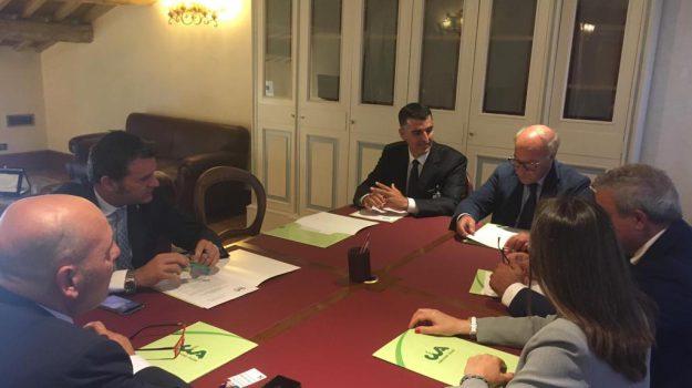 AGRICOLTURA, Vino, Antonino Cossentino, Gian Marco Centinaio, Sicilia, Economia