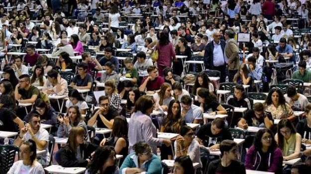 Da Infermiere A Ostetrica, Oggi Test D'accesso Per 75.000