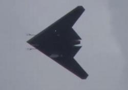 Fino a 1000 km/h: la Russia presenta il gigantesco drone da combattimento Il video del drone «Hunter-B» diffuso dal Ministero della Difesa russo - CorriereTV