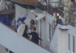 Heidi Klum e Tom Kaulitz di nuovo sposi a Capri: il mega yacht di Onassis come una grande torta nuziale Dalla nave, idranti sparano acqua per allontanare i paparazzi - Ansa