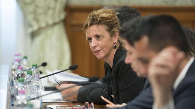 LAVORO, resto al sud, Barbara Lezzi, Luigi Di Maio, Sicilia, Economia