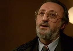 Morto Carlo Delle Piane, quando recitava con Abantuono in «Regalo di Natale» L'interpretazione dell'avvocato Santelia valse a Delle Piane la Coppa Volpi alla Mostra del Cinema di Venezia nel 1986 - Corriere Tv