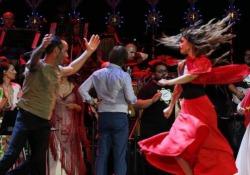 Notte della Taranta, Belen Rodriguez balla la pizzica In 200 mila al concertone di Melpignano - Ansa