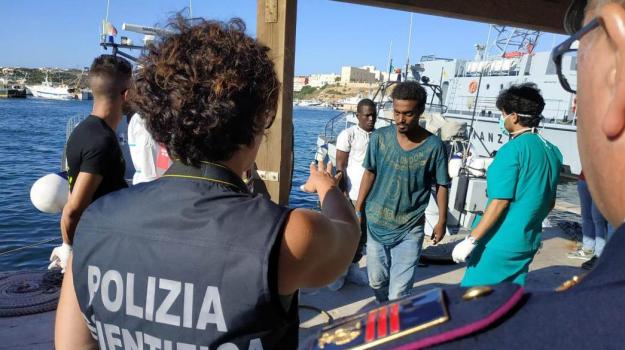 migranti, Giuseppe Conte, Matteo Salvini, Sicilia, Cronaca