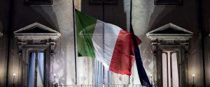 Le bandiere di palazzo Chigi durante il Consiglio dei Ministri