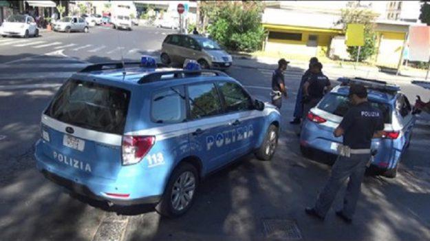 In scooter con il figlio neonato a Catania, due denunce e multa da oltre 9mila euro