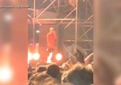 Spray urticante al concerto di Salmo Il rapper interrompe il concerto e si arrabbia con chi ha usato lo spray - Ansa