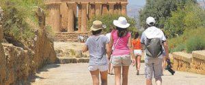 Turisti alla Valle dei Templi