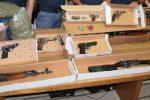 Catania, scoperto un arsenale e 5 chili di droga