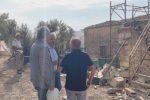 Abusivismo a Caltanissetta, via alla demolizione di un immobile nel quartiere Angeli