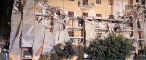 Tragedia sfiorata ad Agrigento, crollano cornicione e ponteggio in via Cavour