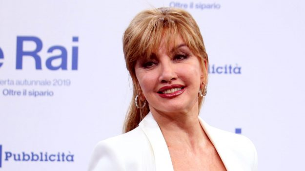 amici celebrities, ballando con le stelle, tv, Milly Carlucci, Sicilia, Società