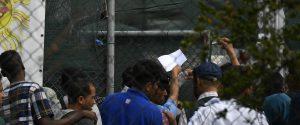 Migranti umiliati ad Agrigento, il gip dispone l'incidente probatorio