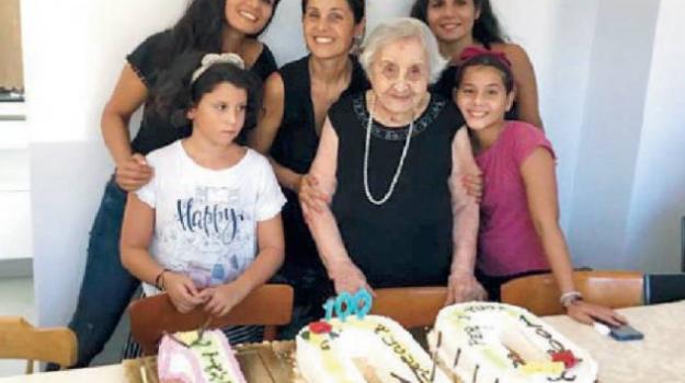 centenari, Pantelleria, Trapani, Società