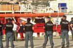 Una foto dello sbarco di Ocean Viking a Messina