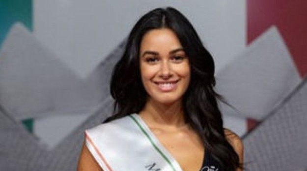miss italia, Serena Petralia, Messina, Società