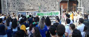 A Catania contestati i test di medicina, studenti in piazza