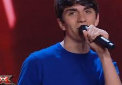 A X Factor Emanuele presenta «Carote» e diventa subito il nuovo tormentone virale Il sedicenne Emanuele Crisanti, in arte Nuela, convince i giudici ed entusiasma il pubblico - Corriere Tv