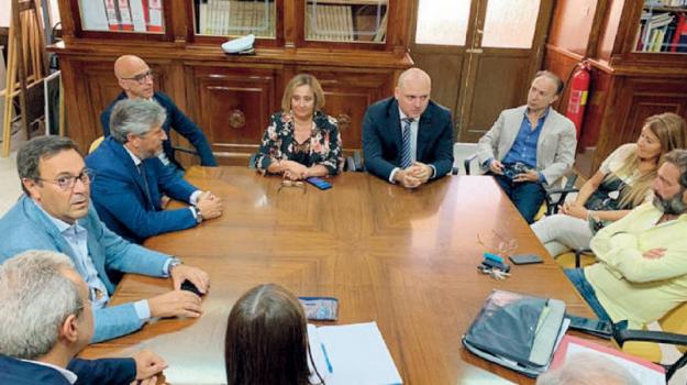 evasione, Caltanissetta, Politica