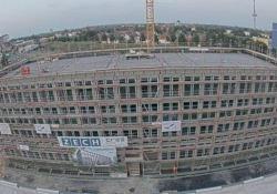 Germania: il palazzo costruito in 10 giorni Il video in time-lapse dell'edificio modulare finito con quattro giorni d'anticipo a Brema - CorriereTV
