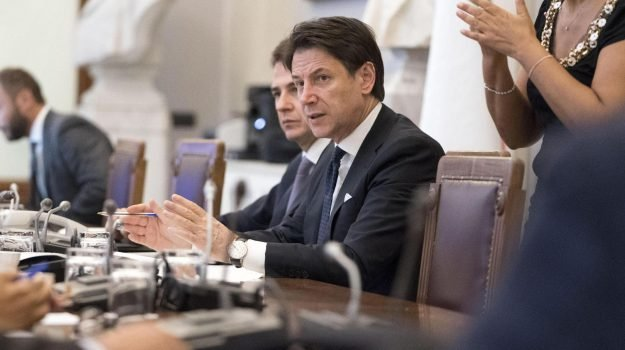 """Conte alla Camera: 'Rivedremo i decreti sicurezza"""""""