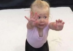 L'atterraggio «perfetto» della piccola ginnasta: il video è adorabile Atterra di faccia ma la sua posa è da 10 - Dalla Rete