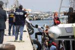 Migranti, ultimato lo sbarco a Pozzallo: sono in 101
