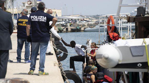 migranti, Ragusa, Cronaca