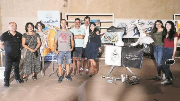 A Mazara le «Vespe» diventano opere d'arte: un mito da guidare e da dipingere