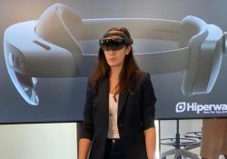 Surface Hub 2S e HoloLens 2: il lavoro del futuro (secondo Microsoft) La «lavagna touch» e gli occhiali per la «mixed reality» provati a Milano - CorriereTV