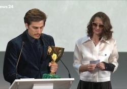 Venezia, Marinelli: «Premio per chi salva vite in mare» Il discorso di Luca Marinelli, vincitore della Coppa Volpi per l'interpretazione maschile - Ansa