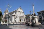 Covid a Catania, vietato stazionare sui gradoni della fontana dell'Elefante in piazza Duomo