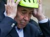 Ciclismo, Merckx cade dalla bici e batte la testa a terra: trauma cranico