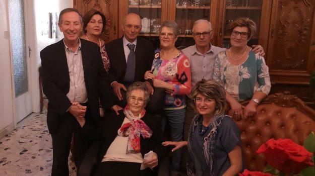 centenari, Messina, Società