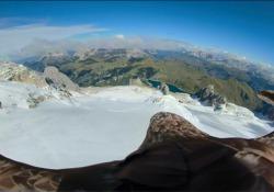 A volo d'aquila sulle Alpi: come sono cambiati i ghiacciai a causa dei cambiamenti climatici Il progetto dell'associazione Eagle Wings Foundation che ha l'obiettivo di sensibilizzare sulla fragilità dell'ecosistema alpino - Corriere TV